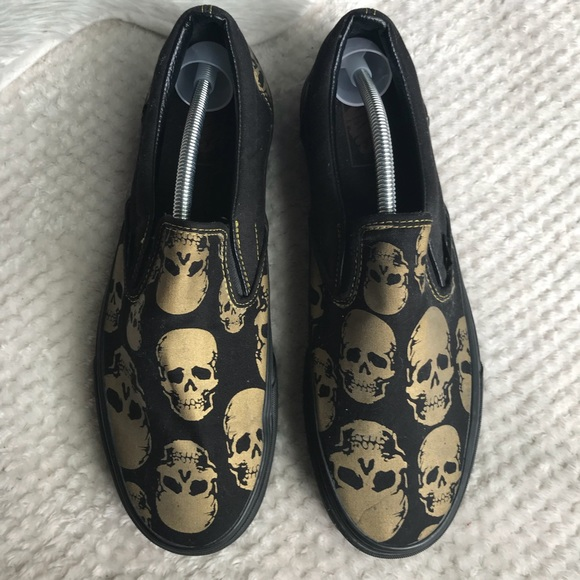 17cae996001d Men s Classic Slip On Vans 12 Gold Skull NWOB. M 5ab00a7661ca10a9a1a9a103